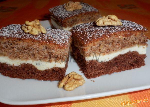 Jemný ořechový koláč s tvarohem