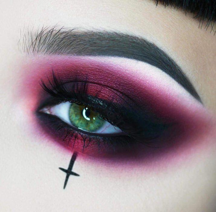 20 Ideas para maquillar tus ojos en Halloween sin tener que disfrazarte de  pies a cabeza | Maquillaje halloween ojos, Ojos de halloween, Maquillaje de  ojos gótico