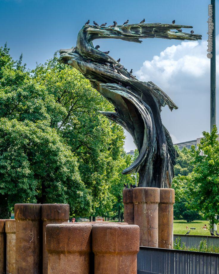 Parco Vittorio Formentano   Milano (MI) - Italia Al #parcovittorioformentano di #milano lo stile #liberty è di casa. Altro scatto frutto della mia #estateincittà  #nofilter #fotoinviaggio #italy #italia #lombardia #milanocitta #davedere #parchi #parchidimilano #estateamilano #parcomarinaiditalia #largomarinaiditalia #nikon #nikond610 #d610 #nikonphotography #lightroom #stileliberty #arte #sculture