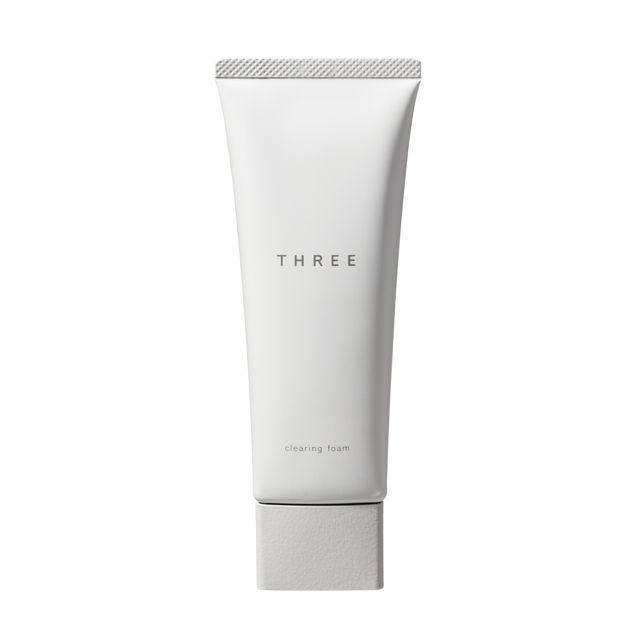 THREE クリアリングフォーム¥3,800/100g 天然由来成分96%。 「すみずみまで浄化し、やわらかくクリーンな肌へ。」 少し擦るだけで赤くなりやすい肌にも感触のやさしい洗顔フォーム。 ふんわりと弾力感あるきめ細かな泡が、さまざまな汚れを包み込んで洗い流し、肌のバランスを整えてクリーンな状態へ導きます。乾燥しやすい部分も、つっぱり感のないやわらかな洗い上がり。