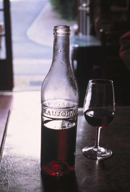 Le Beaujolais nouveau est arrivé! - Photo © H. Hughes/Inter Beaujolais (Source : http://www.tete-a-tete-magazine.fr/fr/gastronomie/546-le-beaujolais-nouveau-est-arrive/)
