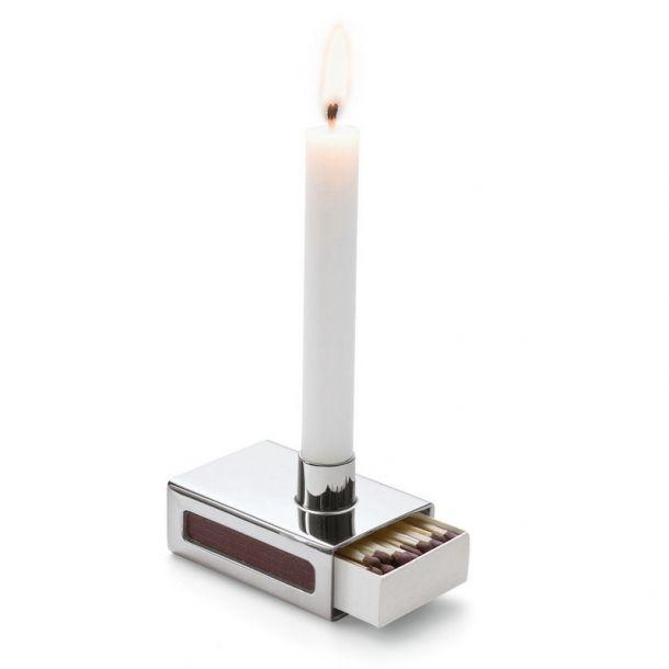 Lysestage med tændstikæske-holder. Læs mere om produktet på bloggen frubruun.dk  #multifunctional #furnituredesign