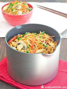 One-Pot Chicken Lo Mein - Just throw everything into a pot (no need to cook the pasta!) and dinner is ready in 20 minutes! This recipe for chicken lo mein will have you skipping on take-out and opting for a family-friendly, home-cooked meal instead. @produceforkids