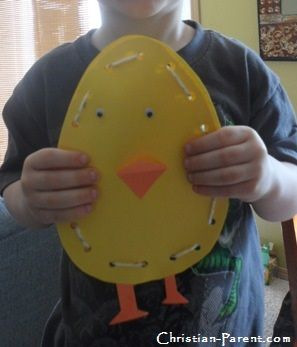 Two fun baby chick crafts to make with your preschooler for spring or Easter.