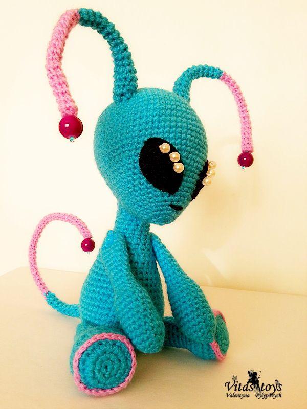 058 Crochet Pattern - Granddad Feodor and Alien Picolumb ... | 800x600