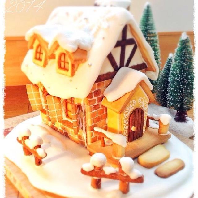 こんなお家があったら良いなと言う夢を込めて、クッキーとアイシングのみでお菓子の家を作ってみました❀.(*´◡`*)❀. 窓は飴を溶かしてガラスに。 A3より少し小さいサイズです。やっと完成! デザイン、イメージイラスト→私 型紙→相方 焼成→私 誤差修正、組み立て→ほぼ相方 レンガクッキーを1×1.5センチサイズで500枚接着。 仕上げ→ほぼ私 …無印でお菓子の家を見かけ、私ならこうする!と思い立ったは良いけど、あまりに大変で途中めげそうでしたが、なんとか出来ました♡ - 92件のもぐもぐ - クッキーでお菓子の家(ヘクセンハウス) by 千畝