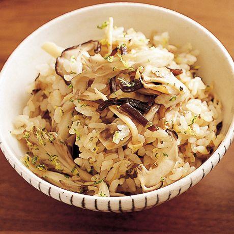 きのこと塩昆布の炊き込みご飯 | 植松良枝さんの炊き込みご飯の料理レシピ | プロの簡単料理レシピはレタスクラブニュース