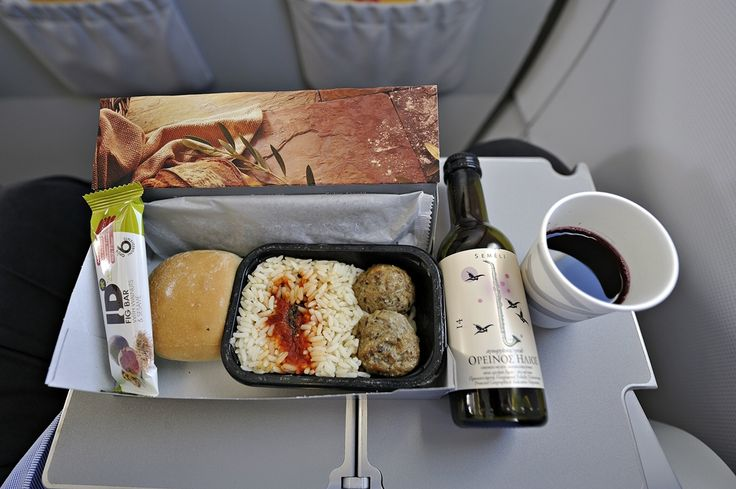 Ένα γεύμα στα 38.000 πόδια πετώντας για την Πίζα της Ιταλίας