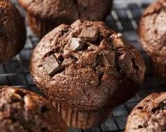 Muffins au chocolat au lait pas chers en 15 min : http://www.cuisineaz.com/recettes/muffins-au-chocolat-au-lait-pas-chers-en-15-min-54779.aspx
