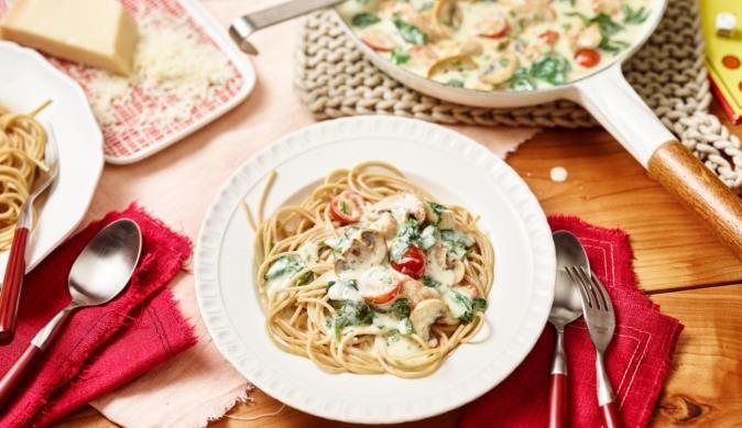 MAGGI Rezeptidee fuer Spinat-Spaghetti mit Geschnetzeltem