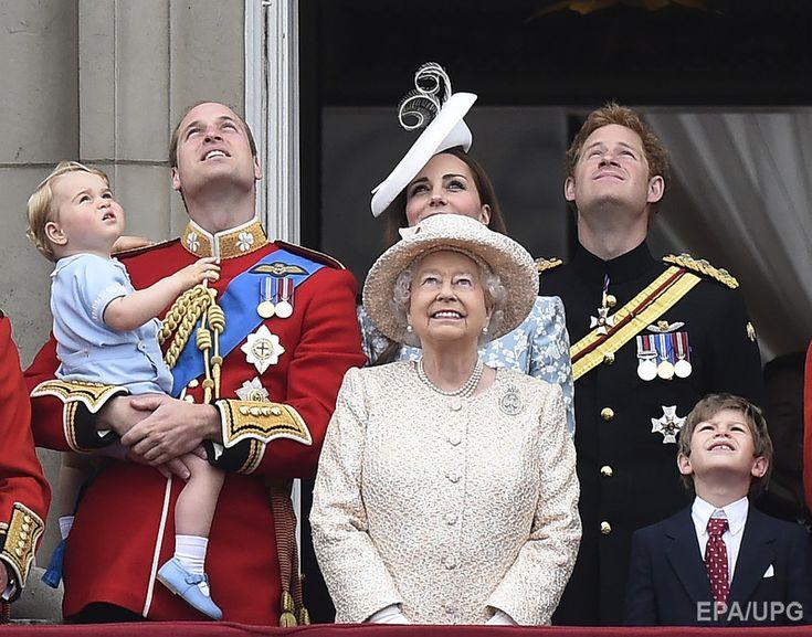 В Великобритании отпраздновали официальный день рождения королевы. Фоторепортаж / Гордон