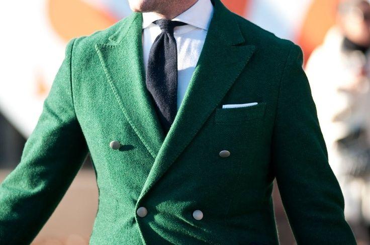 Kruvaze ceket ve paltolar, maskulen şehir stili sevenler için doğru bir tercih olacak.