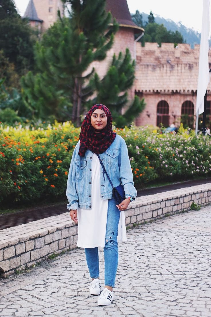 Denim On Denim on a hijabi - oversized Levi's denim jacket and Monki cat face whiskers embroidered jeans