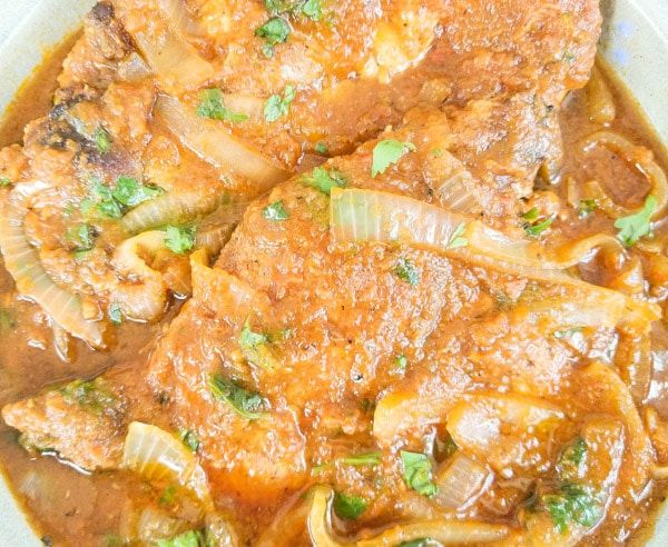 Chuletas De Puerco En Salsa Pork Chops Braised In A Fresh Tomato Salsa Recipe Pork Chops Yellow Rice Recipes Pork