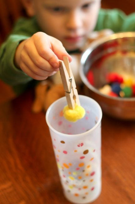 Strengthen fine motor skills using clothespins - aka the 'claw grabbing machine' - for toddlers and preschoolers.