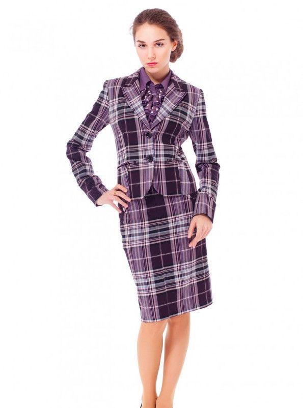 фиолетовый пиджак и юбка в клетку