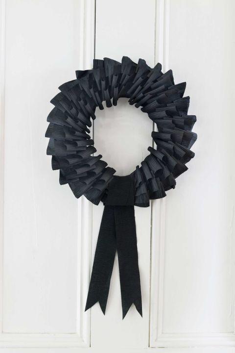 35 hauntingly creative diy halloween wreaths