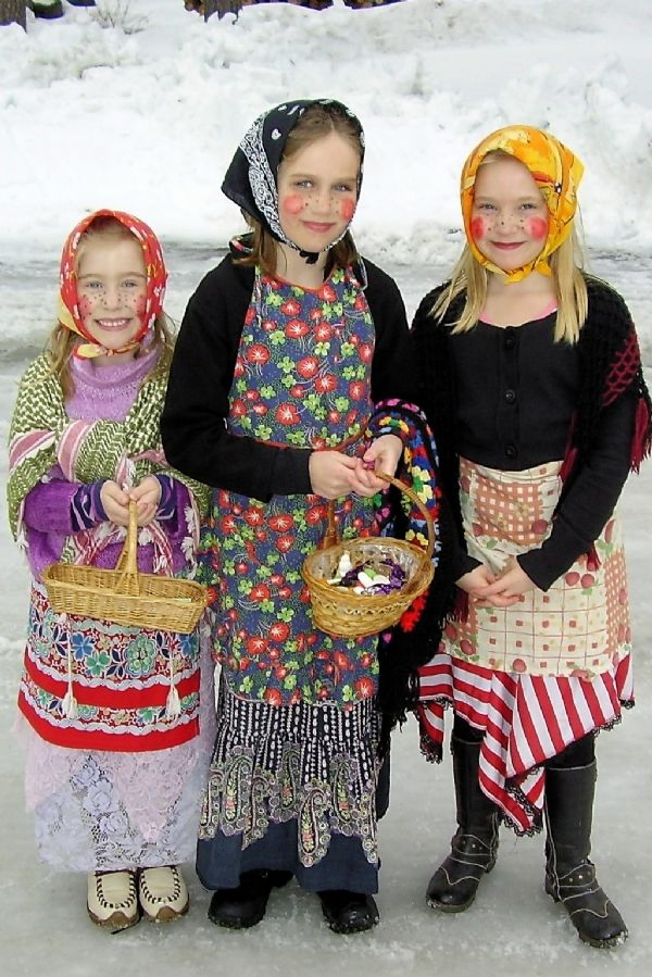 A longtime tradition in Sweden; young children dress up as Easter witches (Maundy Thursday) and go door to door to deliver Easter greetings and collect candy.   http://livinghopehemet.org   #easter #eastertraditions