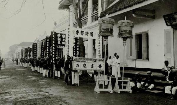 Pemakaman Warga Tionghoa di Tepekong Surabaya 1900 (Koleksi: www.kitlv.nl)