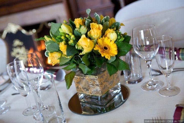 Centrotavola matrimonio color giallo con gerbere e rose gialle