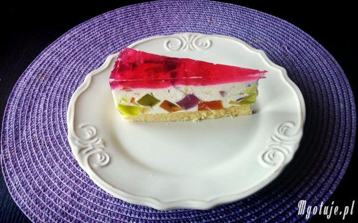 Tort kryształki to ciasto na zimno wykonane z galaretek i bitej śmietany. Uwielbiany szczególnie przez dzieci. Zachęcam do spróbowania :-)