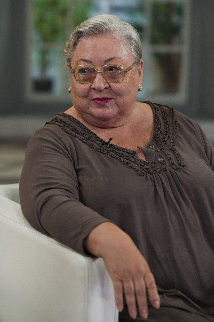 Molnár Piroska a Nemzet Színésze címmel kitüntetett Kossuth-díjas és Jászai Mari-díjas magyar színésznő, érdemes és kiváló művész, a Halhatatlanok Társulatának örökös tagja, a Színház- és Filmművészeti Egyetem tanára.