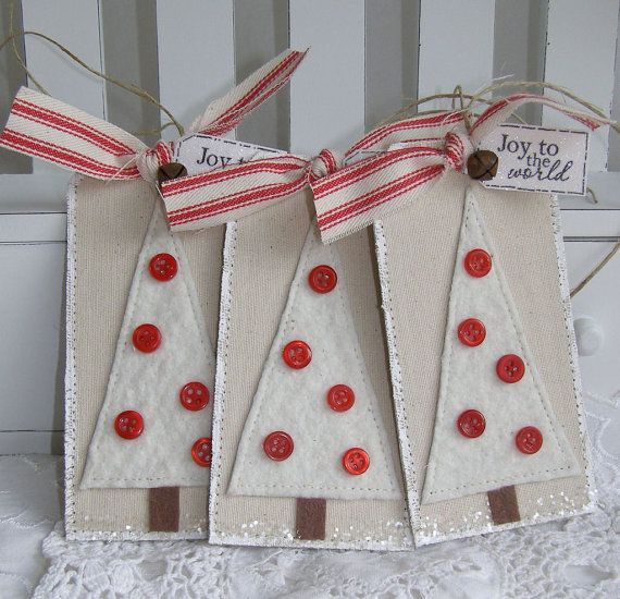 pretty simple christmas trees - felt and buttons