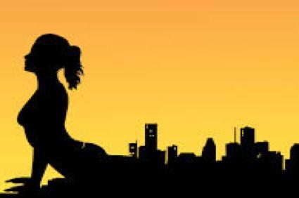 Студия Battersea йога расположена напротив парка с одноименным названием. Она отличается от привычных йога студий своим особенным домашним интерьером. В программе можно найти занятия по Хатха-йоге, восстанавливающую Инь-йогу и сочетание йоги и пилатеса. Эта студия подойдет новичкам в йоге, которые не совсем знают, какую практику выбрать и нуждаются в совете профессионалов. Кроме того, в этой студии можно посетить образовательные воркшопы.