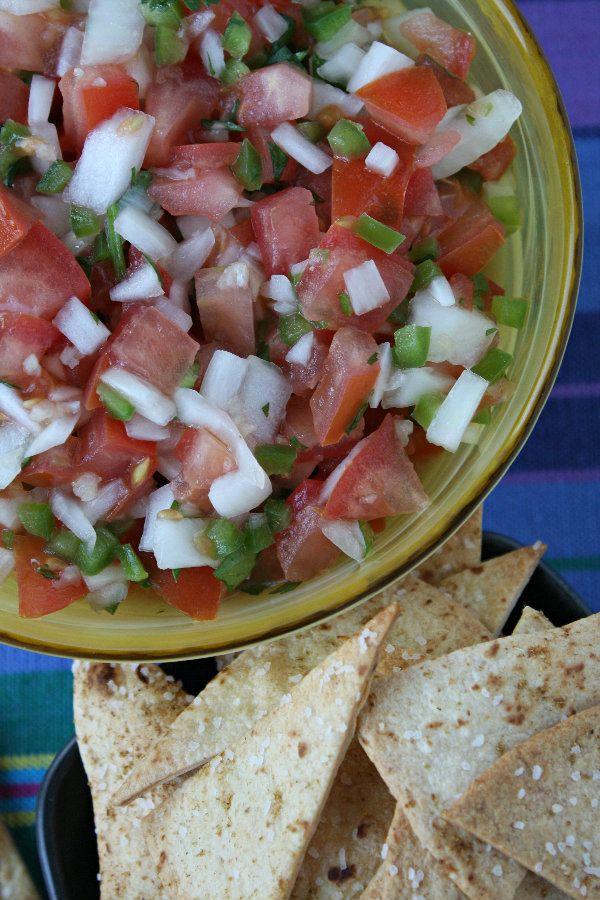 Salsa Fresca from Recipe Girl (http://punchfork.com/recipe/Salsa-Fresca-Recipe-Girl): Salsa Frescas, Vineripen Tomatoes, Medium Onions, Fresh Jalapeño, Frescas Recipes, Yummy Appetizers, Frescas Healthyrecip, Favorite Recipes, Dips