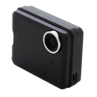 """Urządzenie rejestruje obraz o rzeczywistej jakości HD (720p) dzięki matrycy CMOS HD i trzywarstwowemu obiektywowi. Wyświetlacz LCD TFT 2,0"""" z podświetleniem LED i regulacją ostrości, kontrastu i kolorów. Pojemny akumulator (do 4 godzin rejestracji) umożliwia filmowanie i wykonywanie zdjęć wszędzie - nie tylko w samochodzie."""