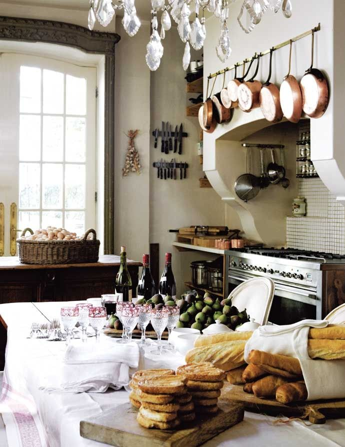 Window trim; baskets; copper pots  Eye For Design: French Kitchens....... Keep Them Authenic