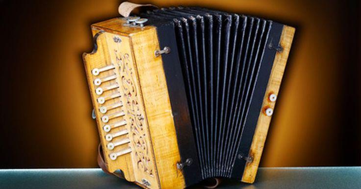 ¿Qué instrumentos se usan en el merengue?. El merengue es un estilo de música y baile que se originó en República Dominicana. Es una música con ritmo rápido que tiene lazos con las tradiciones africana y española. Los instrumentos usados en el merengue son indicativos de su historia como la influencia de ambas áreas del mundo.