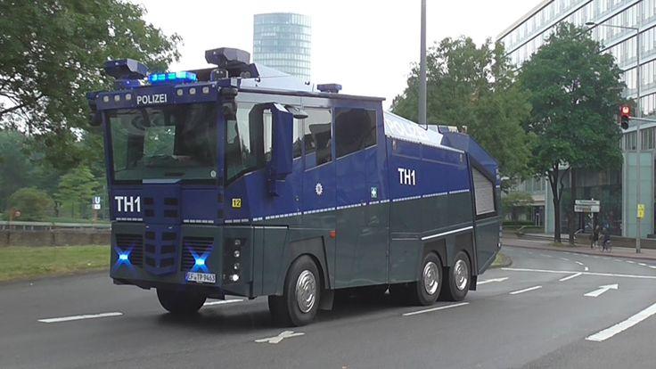 Pro-Erdogan-Demo in Köln - Einsatzfahrten der Polizei