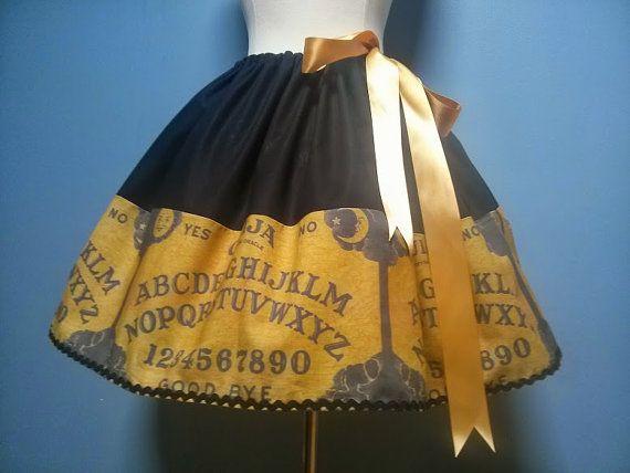 Hey, ho trovato questa fantastica inserzione di Etsy su http://www.etsy.com/it/listing/163344463/ouija-board-skirt-halloween-creepy-ouija