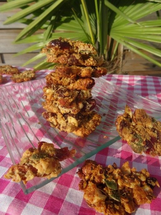 Recette d'un muesli Paléo original et délicieux idéal pour un petit déjeuner paléo plein d'énergie de bonnes choses pour la santé. Amandes, noisettes, noix etc...