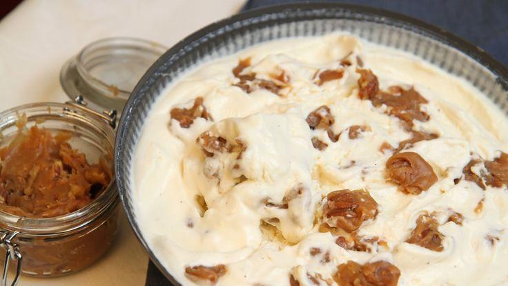 Enkel hjemmelaget is. Tre ingredienser, og så har du iskrem. Denne varianten er uten egg. Bare fløte, søt kondensert melk og vanilje. Vil du ha ekstra smak har Lise Finckenhagen mange varianter. Her er det bare fantasien som setter grenser.