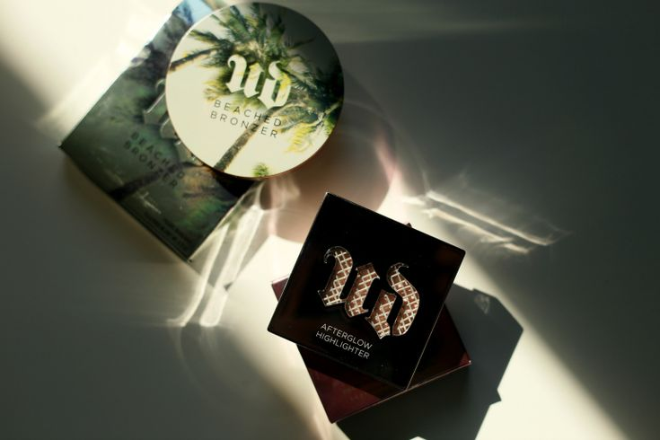 Urban Decay Afterglow 8-hour Powder Highlighter Aura en Beached Bronzer Sun-Kissed, urban decay, urban decay highlighter, urban decay highlighter aura, urban decay aura, urban decay summer 2016, zomerproducten, zomermake-up, urban decay bronzer, contouren, glow, roze highlighter, urban decay sun-kissed, urban decay beached bronzer, ici paris xl, fashion blogger, fashion is a party, beautyblog