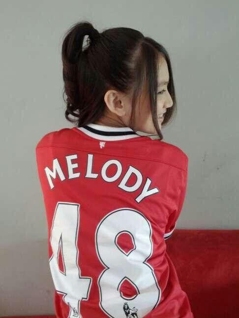 Melody jkt48, hi teh imel, boleh minta no.hp nya?? aku teman cigull loh