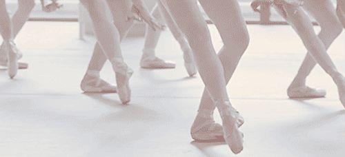 16 coisas que só quem é bailarina entende 14. Sincronia: ou você tem, ou você não tem.