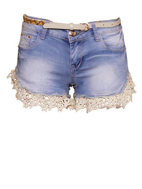 Romantyczne spodenki jeansowe z fantazyjnym haftem przy nogawkach.