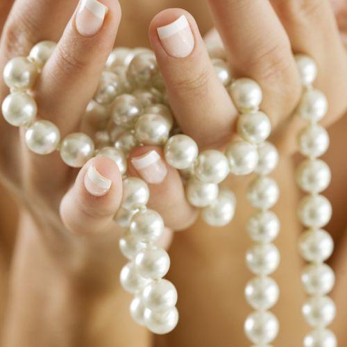Pitkät helmet Jokaisella naisella täytyy olla kaapissa ainakin yhdet helmet :) Näitä on mukava yhdistellä ja on ajattomat. Perushelmet valkoiset. Hyvän laatuiset muovihelmet.  - See more at: http://somemore.fi/tuotteet.html?id=16/410#sthash.2wRnMlhd.dpuf