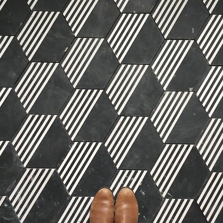 Black and white floor tile patterns