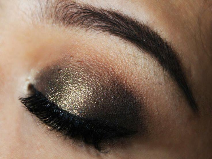 #mua #makeupartist #makeupartistmedan #makeupmedan #muaindo #makeupwisuda #makeuppesta #makeupnikah #makeupwedding #makeupprom #makeuptunangan #makeupresepsi #exploremedan #makeupbridal #goldeyes #bronze #goldeyeshadow