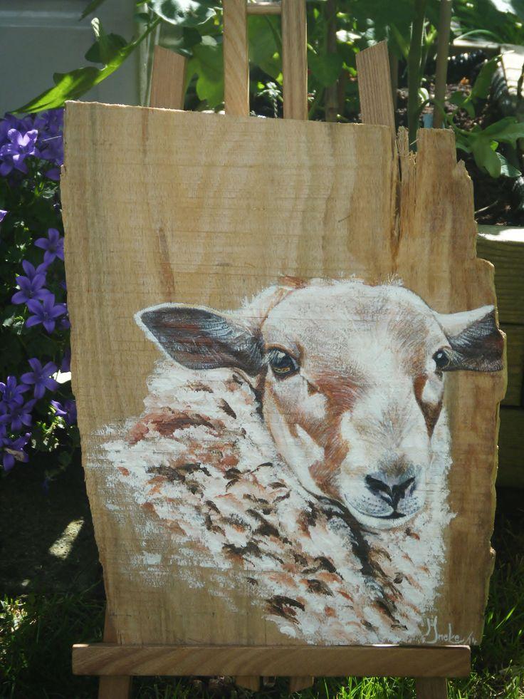 Schaap geschilderd op beukenhout. Ineke Nolles.