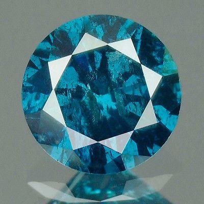 0.21 cts.brilliant cut diamond Vivid Blue I2  De naam van het item: Natuurlijke diamantKnippen / vorm: Ronde BrilliantGewicht (karaat): 0.21 Cts.Kleur: Levendig blauwDuidelijkheid / rang: I2Afmeting (MM): 3.3 x 2.3Behandeling (s): kleur verbeterdFluorescentie: geenHerkomst: AfrikaNK: 9247/36Dit zijn alle zeer uitgebreide foto'sgenomen met een macrolens en het gebruik van de juiste verlichtingen bedoeld om eerlijk en correctToon alle mogelijke onvolkomenheden in de steen.Deze onvolkomenheden…