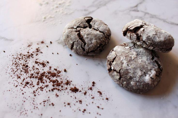 Chocolate Crackle Cookie Recipe | Sophie Maie