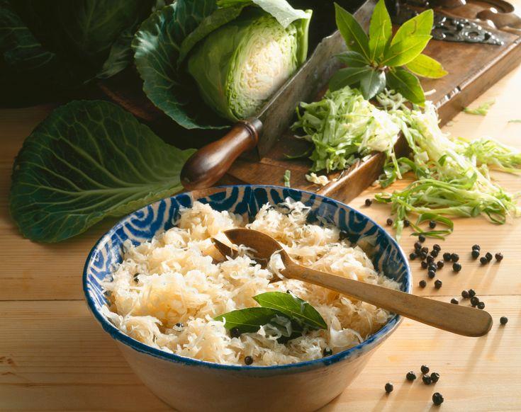 Crauti tedeschi, kimchi coreano, salse sudamericane, smetana russa, formaggio di semi per vegani: ecco come prepararli in casa con le ricette di Sale&Pepe.