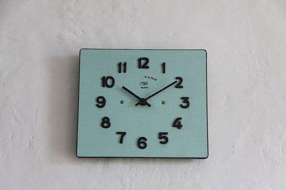 les 25 meilleures id es de la cat gorie horloge murale vintage sur pinterest horloge murale. Black Bedroom Furniture Sets. Home Design Ideas