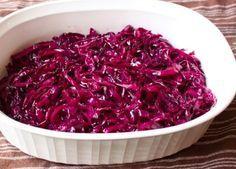 Zo lekker heb jij nog nooit rode kool gegeten Rode kool is een van de oudste koolsoorten. Het is een smakelijke, maar vooral ook erg gezonde groente. Traditioneel wordt het gerecht vooral in de winter gegeten, maar tegenwoordig kun je deze fraai gekleurde kool het hele jaar door kopen. Er bestaan d