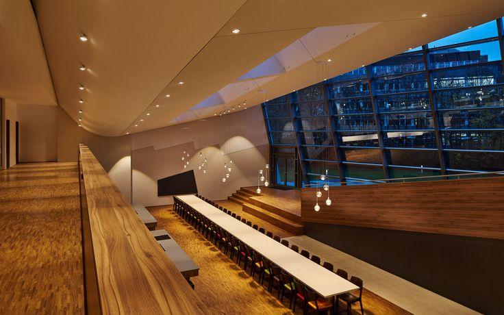 ceiling: Più alto, Più piano, Più alto 3d | pendular: Divo sospeso